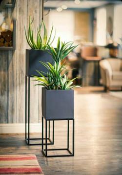 Muebles mobiliario para el hogar,oficina,restaurantes y bares soportes para materas jardines vertica