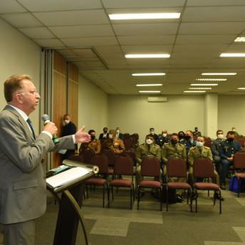 Conselho Nacional de Comandantes-Gerais debate novo Código de Processo Penal com relator do projeto