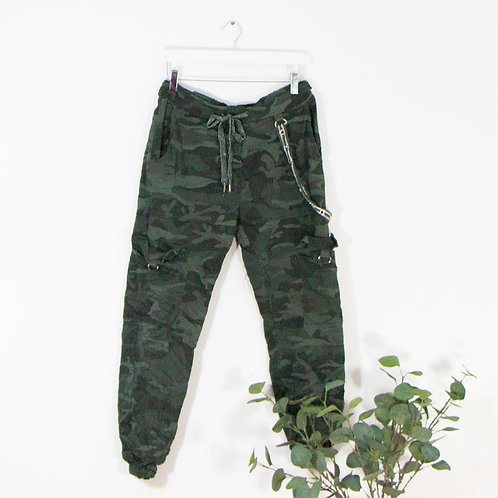 Subtle stretchy camo trousers with eyelet detail (GREEN)
