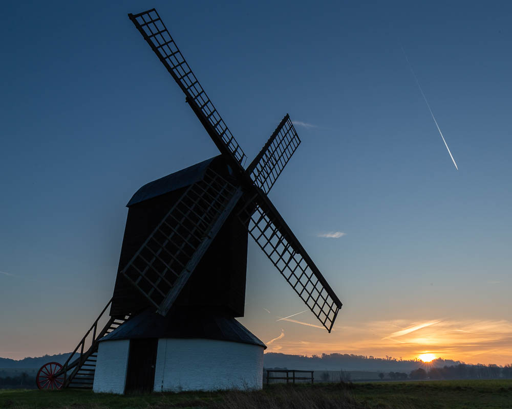 Ivinghoe windmill, sunrise