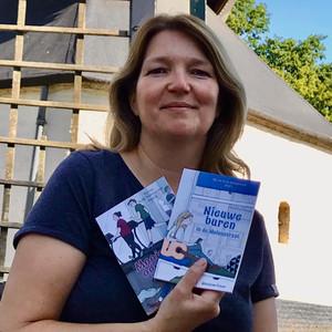 Ghislaine Frison met haar Nt2-boekjes.jpeg