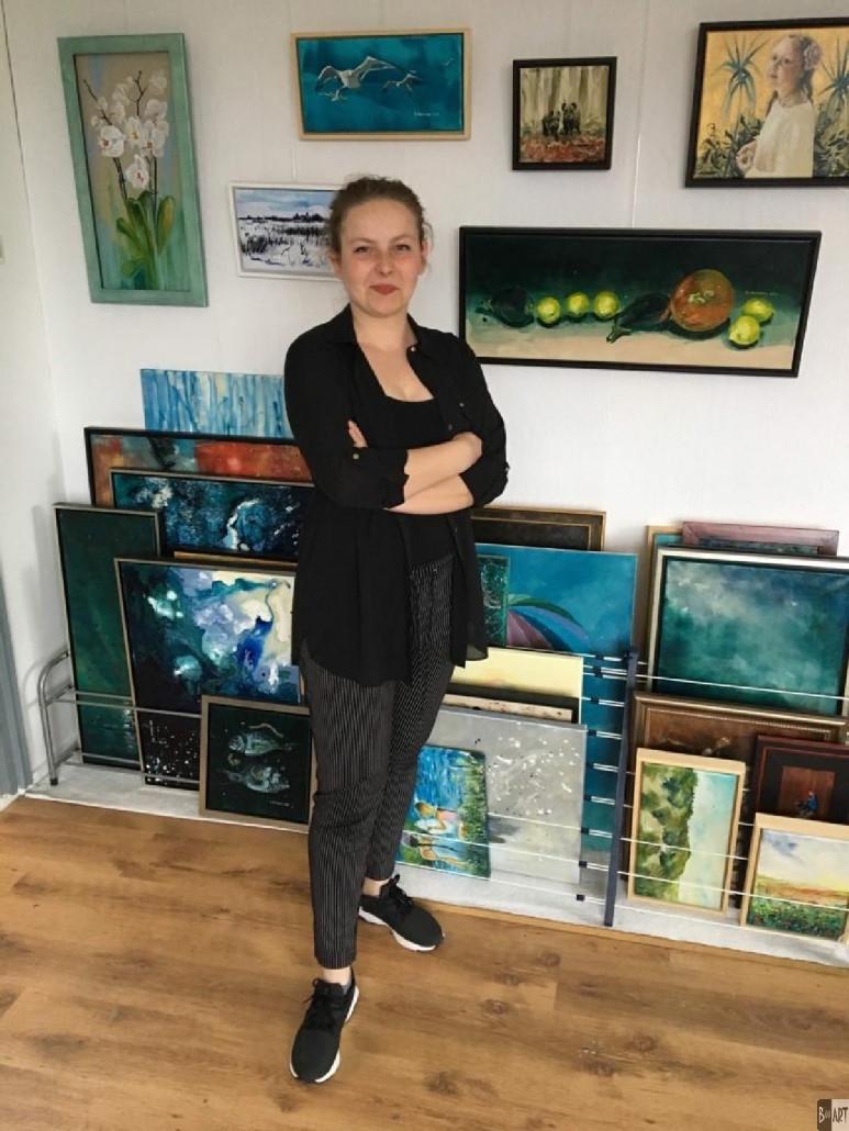 Kinga Wieczorek in atelier.jpg