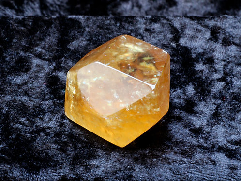 Calcite Facet - width 40mm by 25mm high