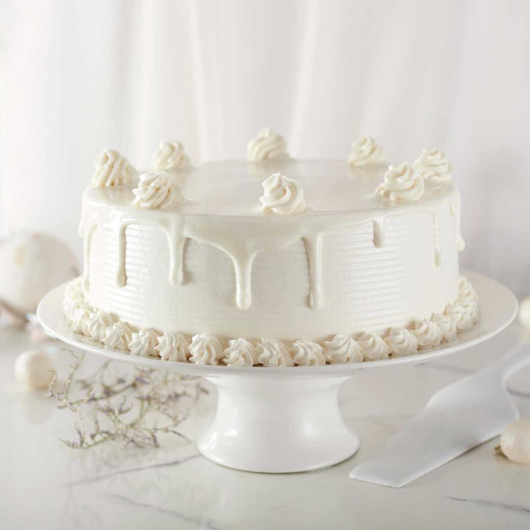 Monochromatic Cake Photography