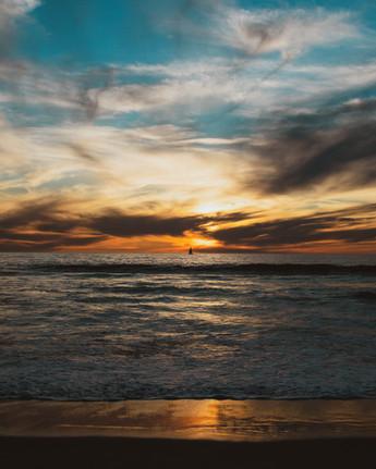 20200118 Hermosa Sunset Boat-1.jpg