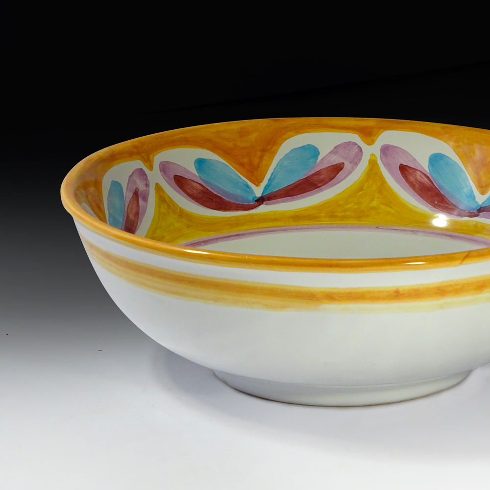 serving bowl (detail view)