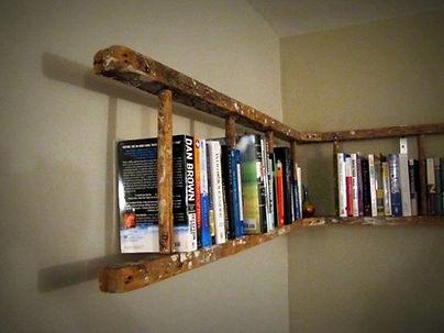 Librero hecho de una escalera