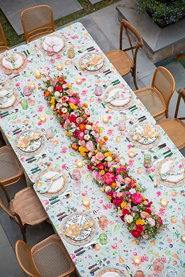 Garden Style Bouquet for wedding in Houston. Houston wedding florist. Organic wedding style. Luxury Weddings In houston. Creative Chateau wedding. Houston Florist. The Avenue Florals.