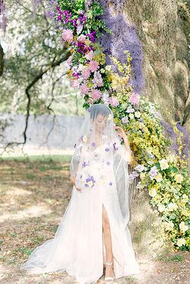 Garden Style Bouquet for wedding in Houston. Houston wedding florist. Organic wedding style. Luxury Weddings In houston. Creative Chateau wedding. Houston Florist. Montgomery Wedding Florist. Sandlewood Manor wedding. Luxury Wedding Florist