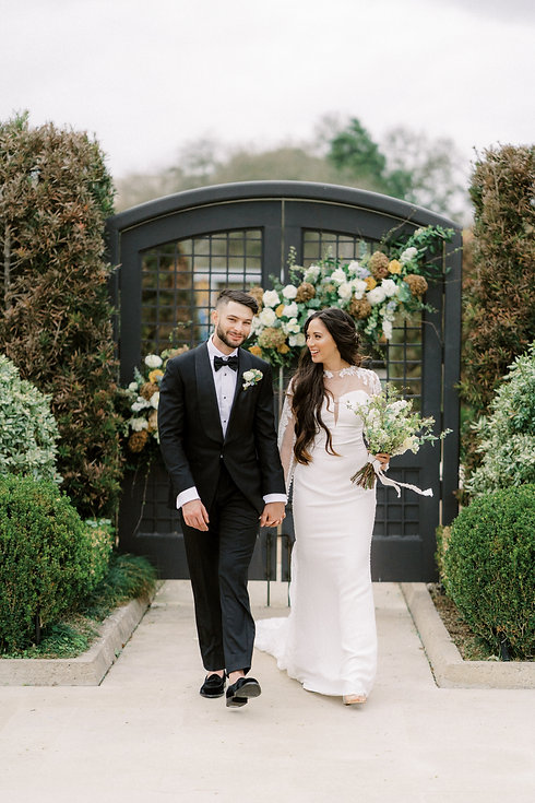 Garden Style Bouquet for wedding in Houston. Houston wedding florist. Organic wedding style. Luxury Weddings In houston. Creative Chateau wedding. Houston Florist. Herman Park Weddings. Luxury Weddings In Houston. Mcgovern Centennial Garden weddings.