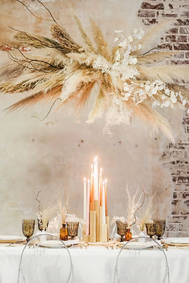 Garden Style Bouquet for wedding in Houston. Houston wedding florist. Organic wedding style. Luxury Weddings In houston. Creative Chateau wedding. Houston Florist. Dried Floral Wedding. Luxury Wedding Florist