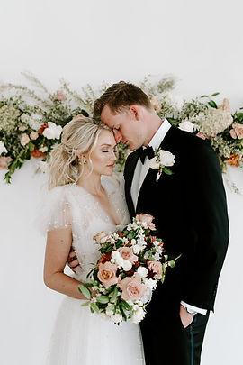 Garden Style Bouquet for wedding in Houston. Houston wedding florist. Organic wedding style. Luxury Weddings In houston. Creative Chateau wedding. Houston Florist. Luxury Wedding Florist