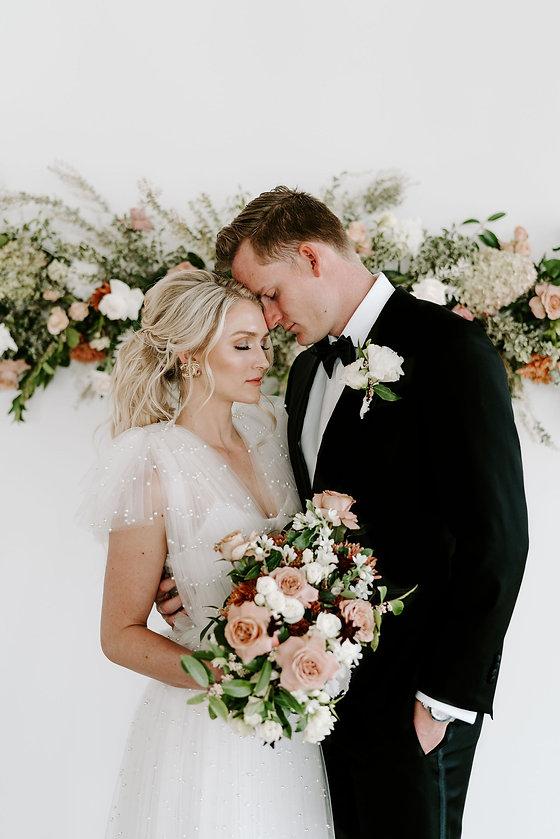 Garden Style Bouquet for wedding in Houston. Houston wedding florist. Organic wedding style. Luxury Weddings In houston. Creative Chateau wedding. Houston Florist. Creative Chateau Weddings. Luxury Weddings In Houston. Luxury Wedding Florist. Herman Park Weddings.