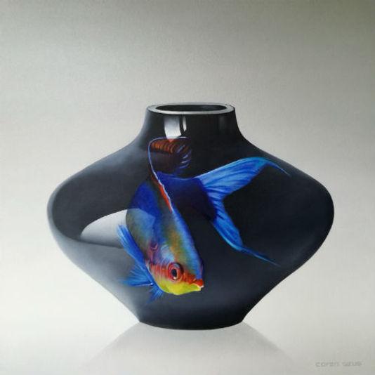 Vis op donkerblauwe vaas