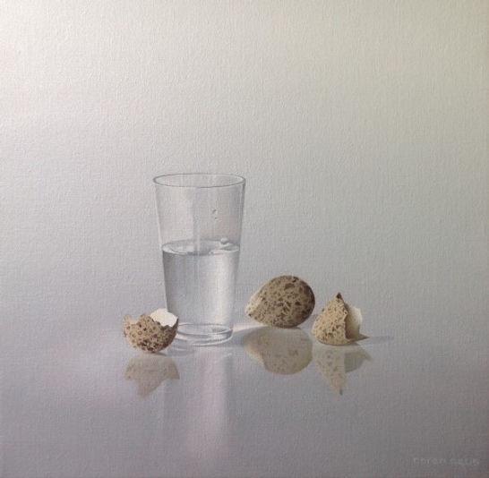 Glas water met kivietseitjes