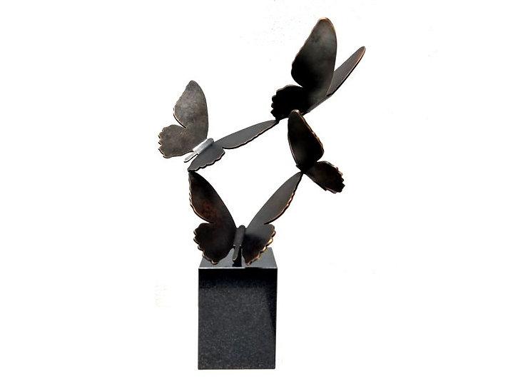 4 vlinders in vlucht