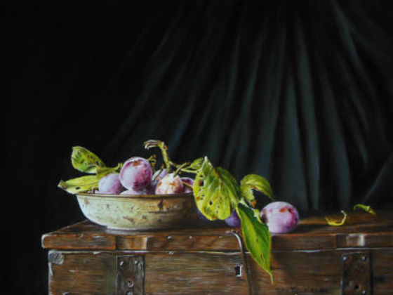 Plums in rusty bowl on box