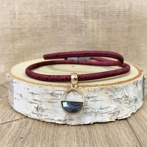 Bracelet en liège bordeaux avec pendentif demi cercle pailleté