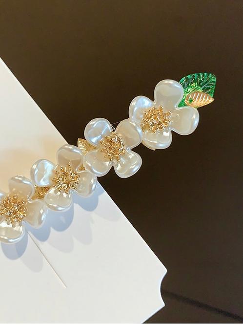 Elegant White/Green/Gold Flower