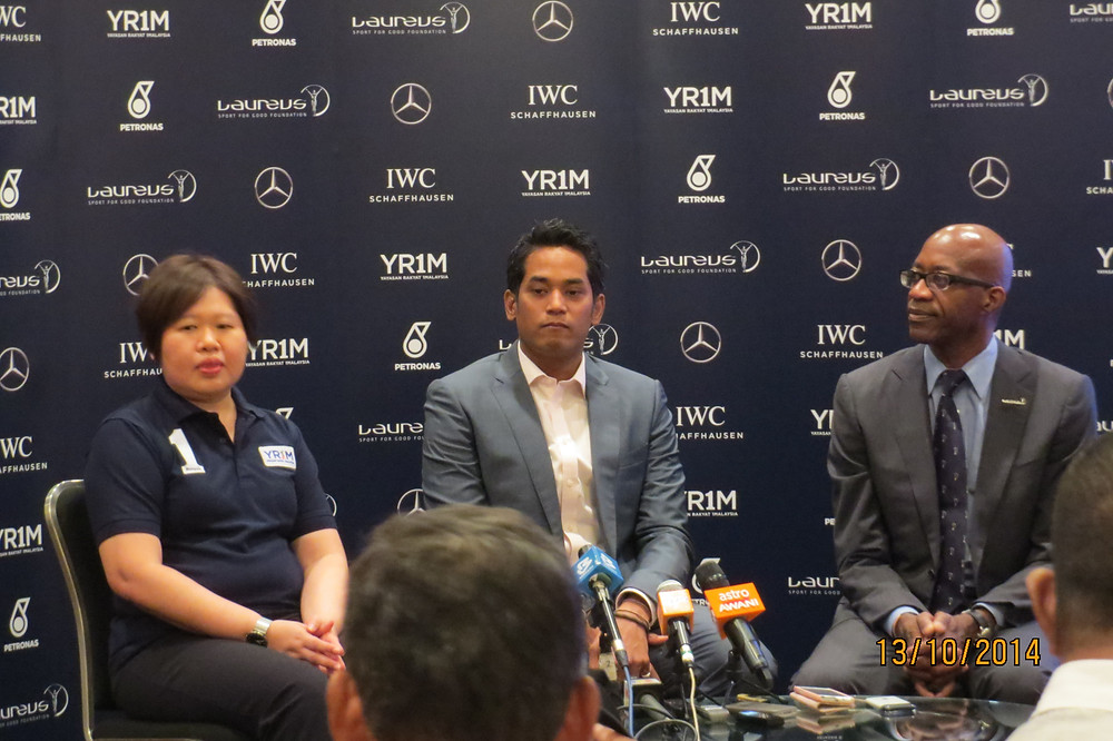 YR1M CEO Ung Su Ling, Malaysian  Minister for Youth &  Yang Berhormat Encik Khairy Jamaluddin and Laureus Chairman Edwin Moses at the press conference in Kuala Lumpur.