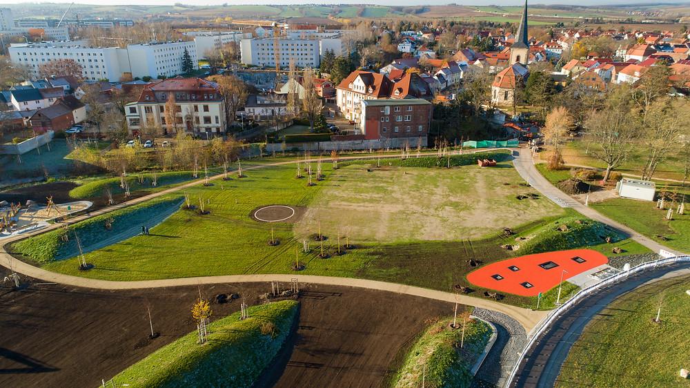 Luftaufnahme eines Parkabschnitts