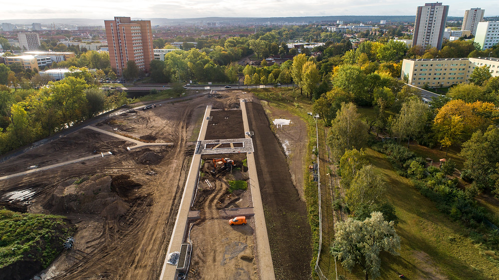 Luftaufnahme einer Baustelle in einem Park