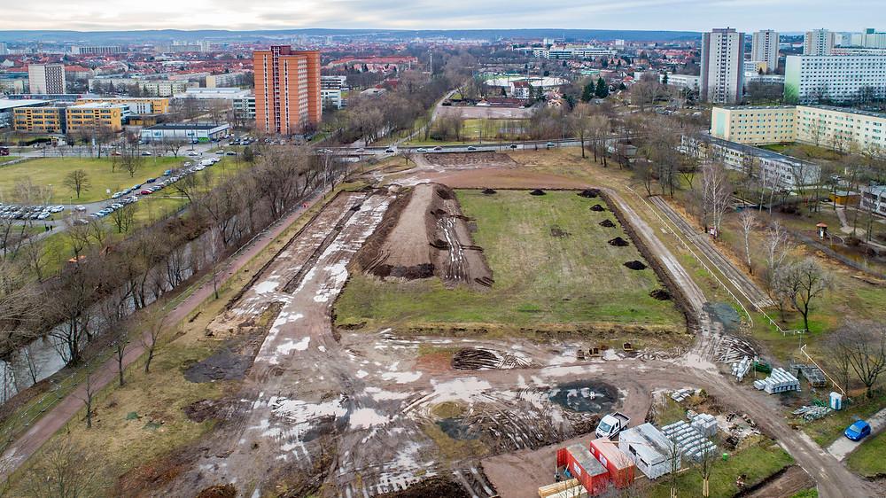 Luftaufnahme einer im Bau befindlichen Parkanlage