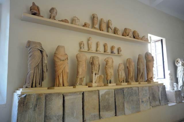 博物館收藏了大量的銘文以及希臘和羅馬雕塑,並包含許多寺廟和建築構件的大型重建