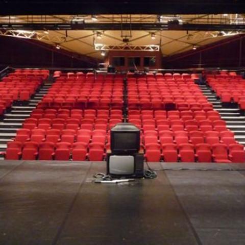 Vaux en Velin, 3 représentations scolaires et 1 tout public