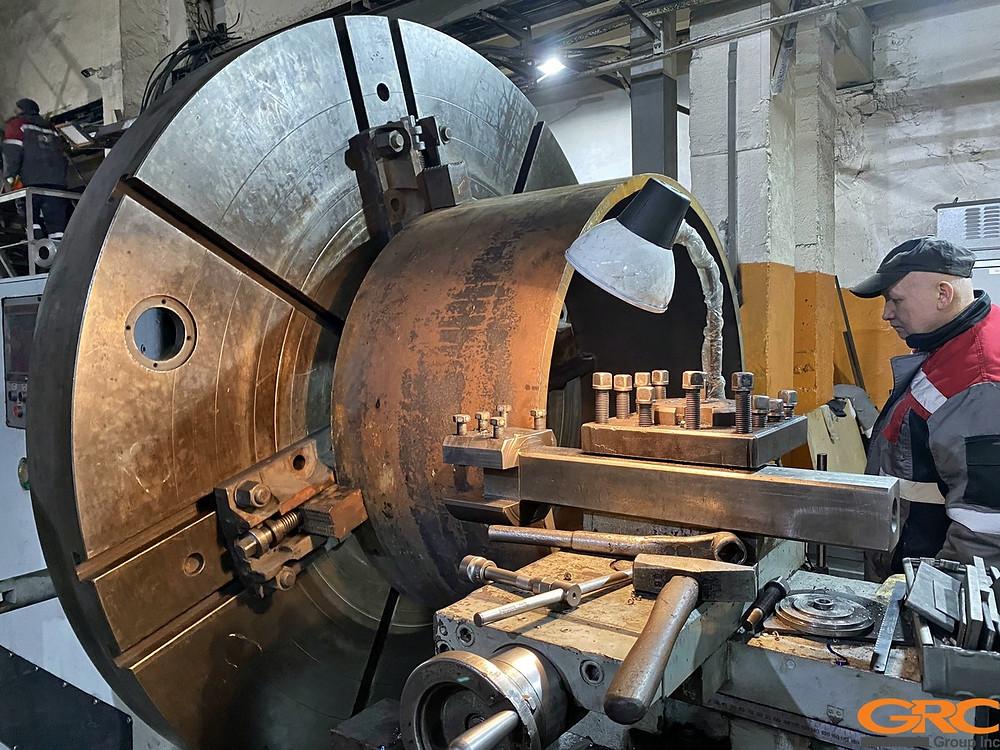 Расточка в заводские размеры новой обечайки поворотного фланца