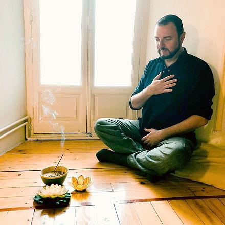 meditando-Manuel-de-mena-meditacion-rela