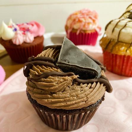 mint cookie cupcake
