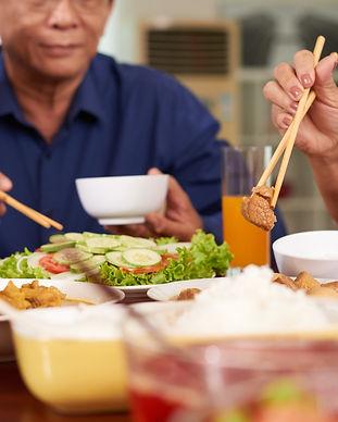 p- dinner-in-asian-family-p3zucvq.jpg