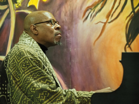 """Actor and director Avery Brooks '70 plays piano during his visit to A-House. Brooks was the featured guest at a """"community conversation""""event that included dance and song."""