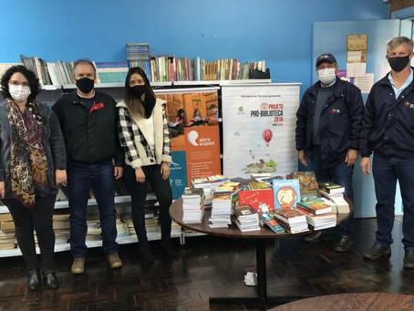 Alliance One e China Brasil Tabacos entregam mais de 10 mil livros para escolas do RS, SC e PR