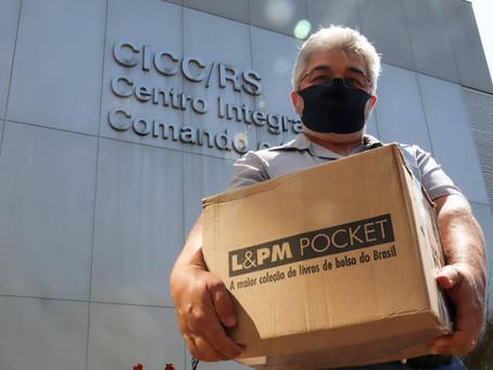 BRDE entregou 2,2 mil livros que serão distribuídos em 11 penitenciárias do RS.