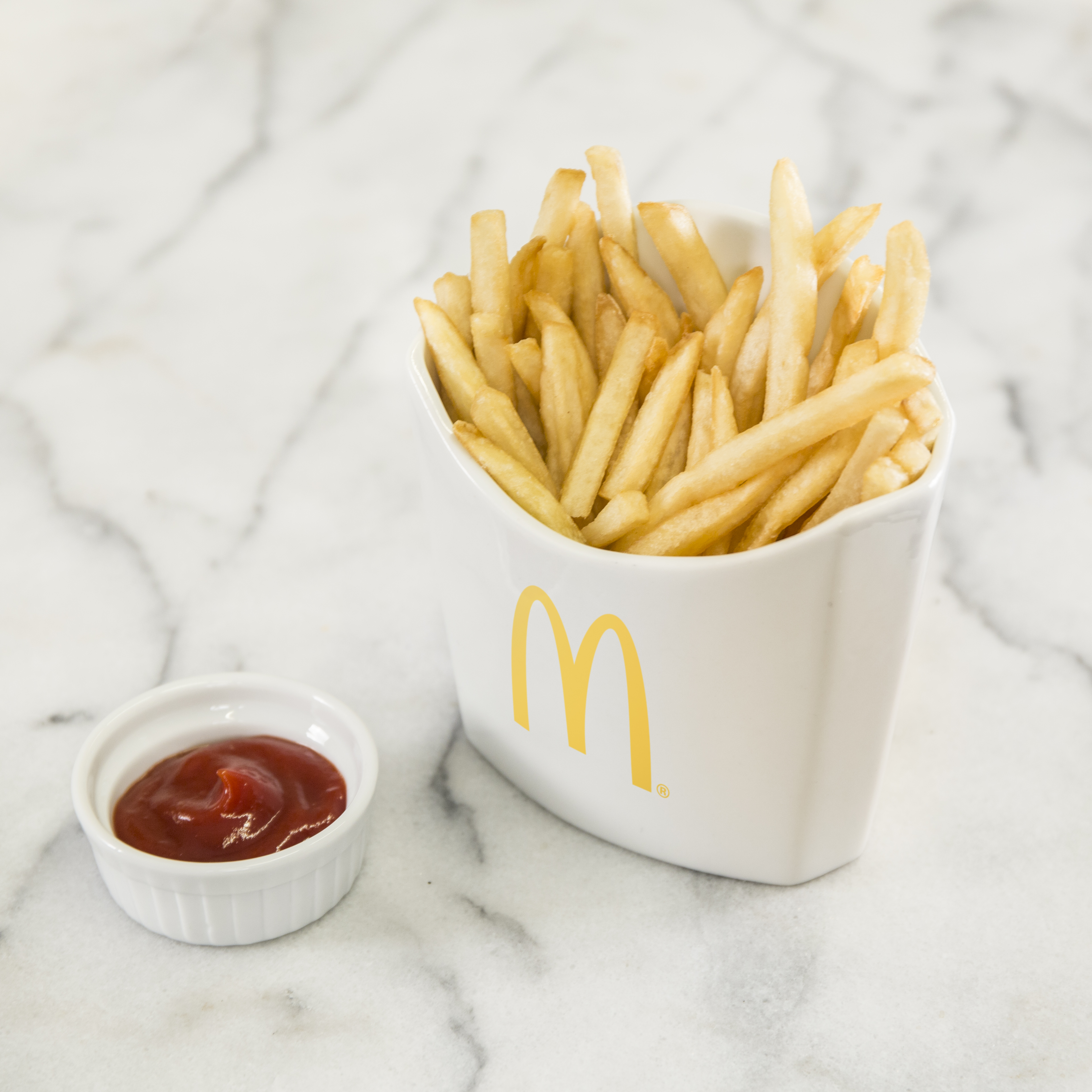 Fries_inWhiteBox_M_v01