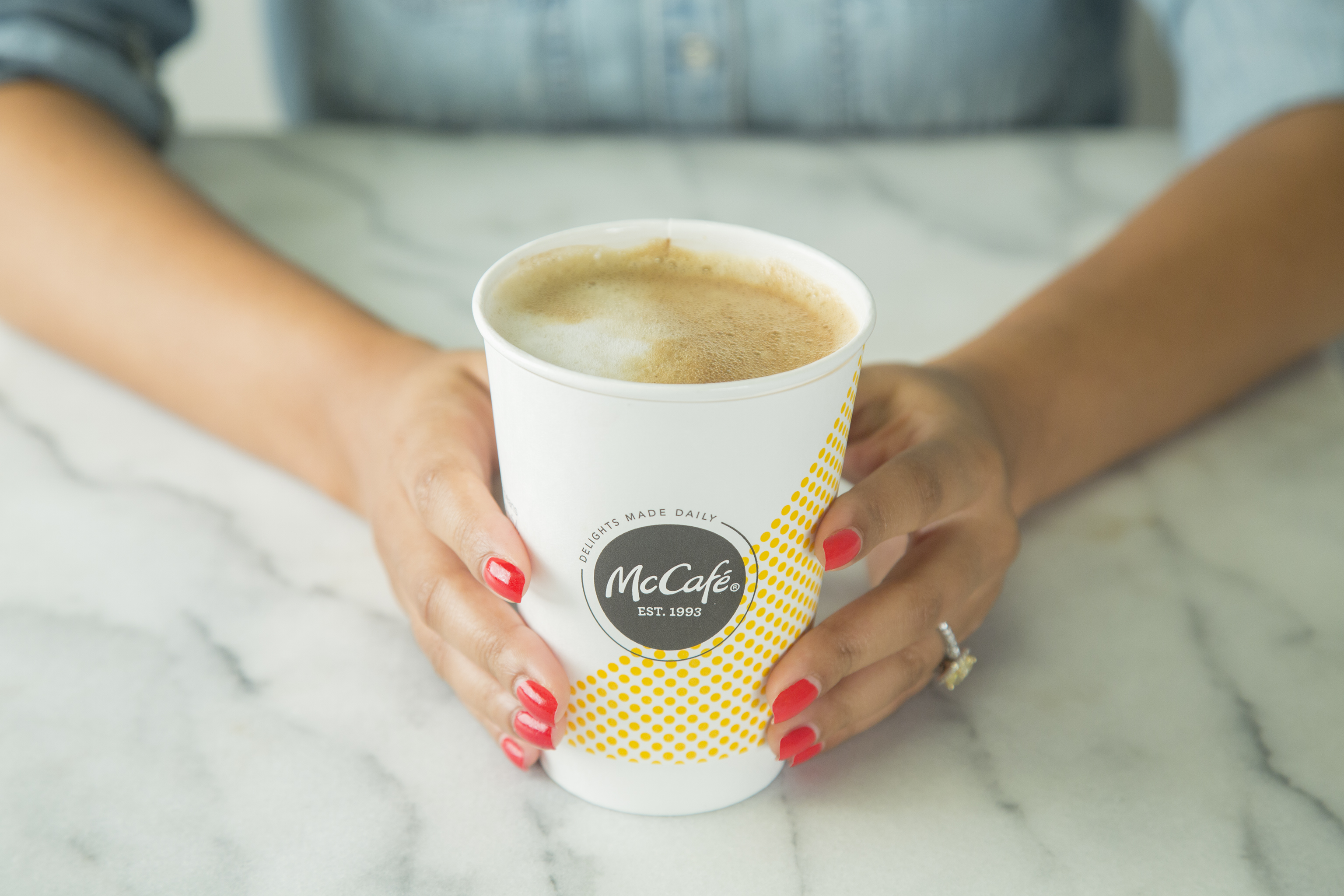 McCafe_Latte_hands_v01
