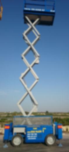 Disponemos de plataformas elevadoras, tijeras de hasta 15 metros, brazos articulados, gruas autopropulsadas y translado de maquinaria. Grúas Palazón - Archena.