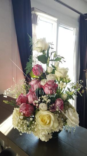 Composition florale parme & blanc