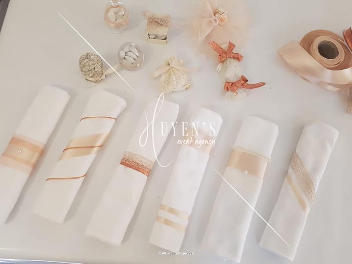 Proposition de noeuds de serviette - couleurs vieux rose et cuivre