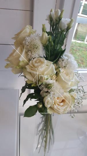 Composition florale sur vase cylindrique haut