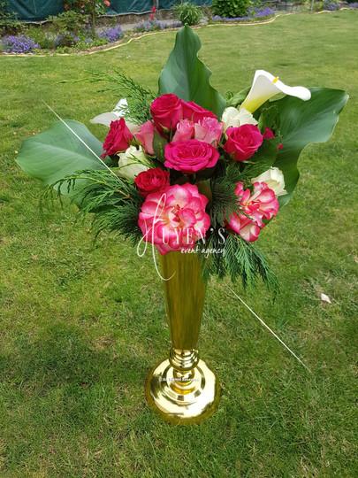 Bouquet floral sur vase doré
