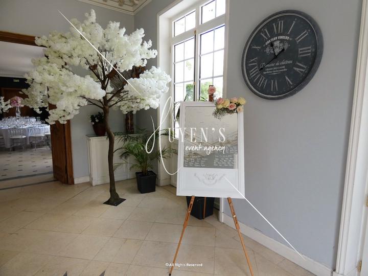 Arbre cerisier blanc 2.40m et plan de table et son cadre baroque blanc