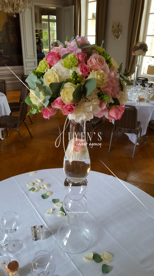 Compositions florales large sur vase colonne