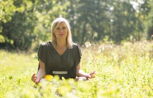 L'hypnose expliquée en vidéo par Laetitia Trindade
