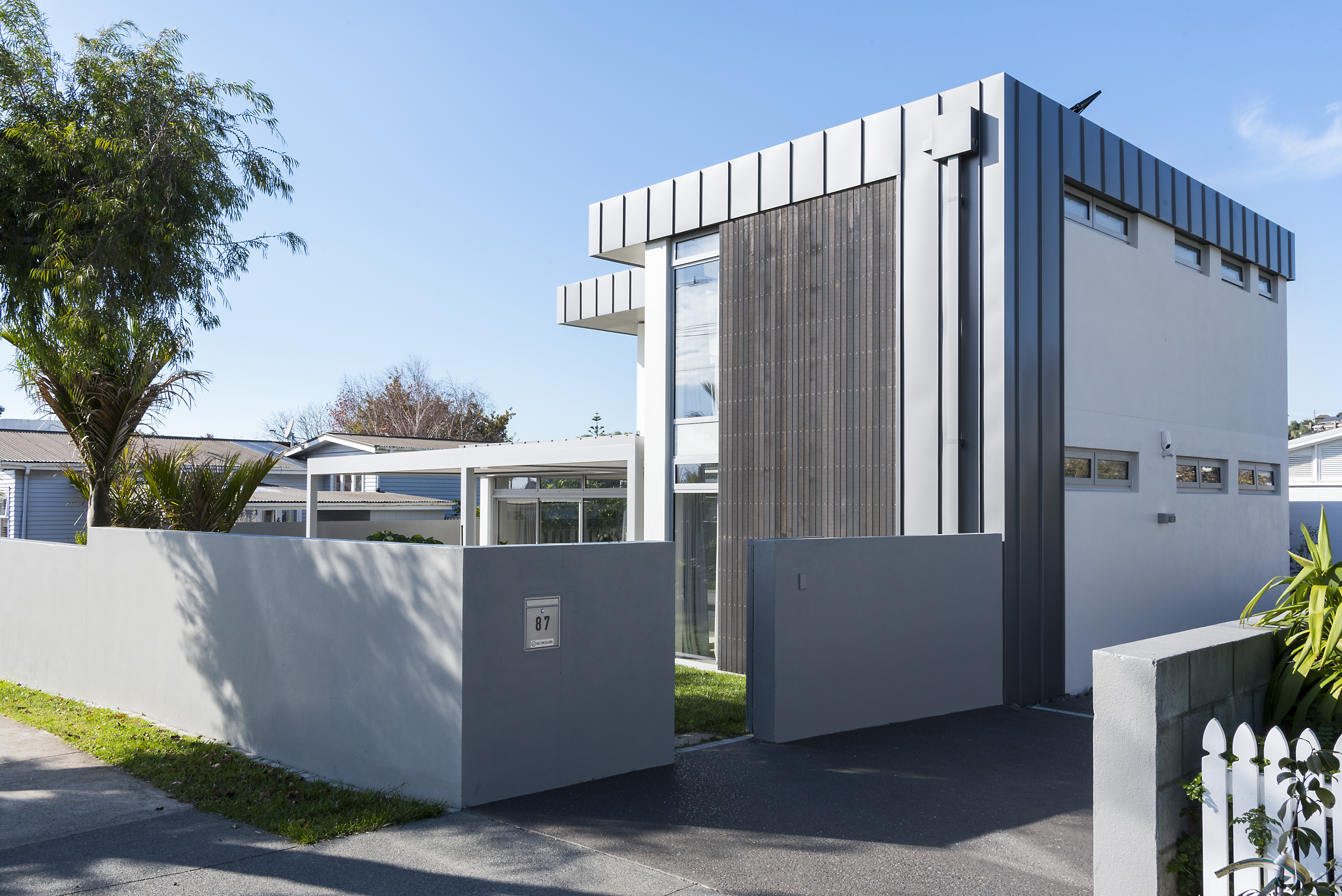 Road frontage private and modern