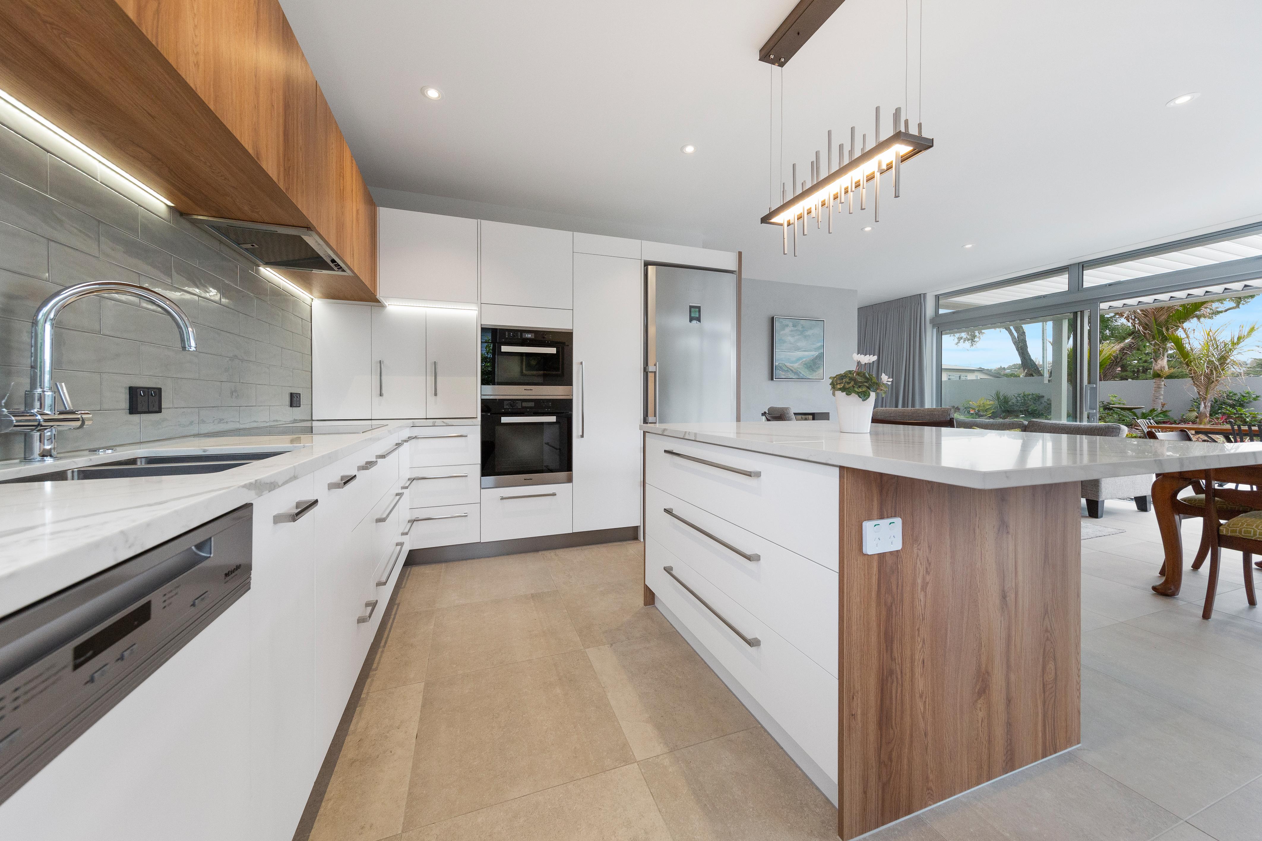 Clean modern lines in kitchen