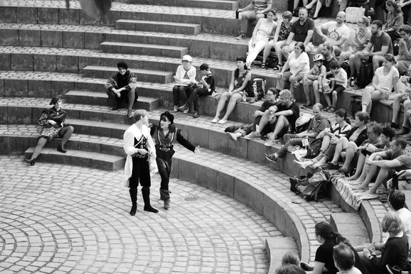 """""""Romeo and Juliet"""" by William Shakespeare.  A Entity Theatre e.V. Production.  © Dora Lutz"""
