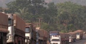 Garimpeiros interditam rodovia pelo quarto dia em busca de legalização
